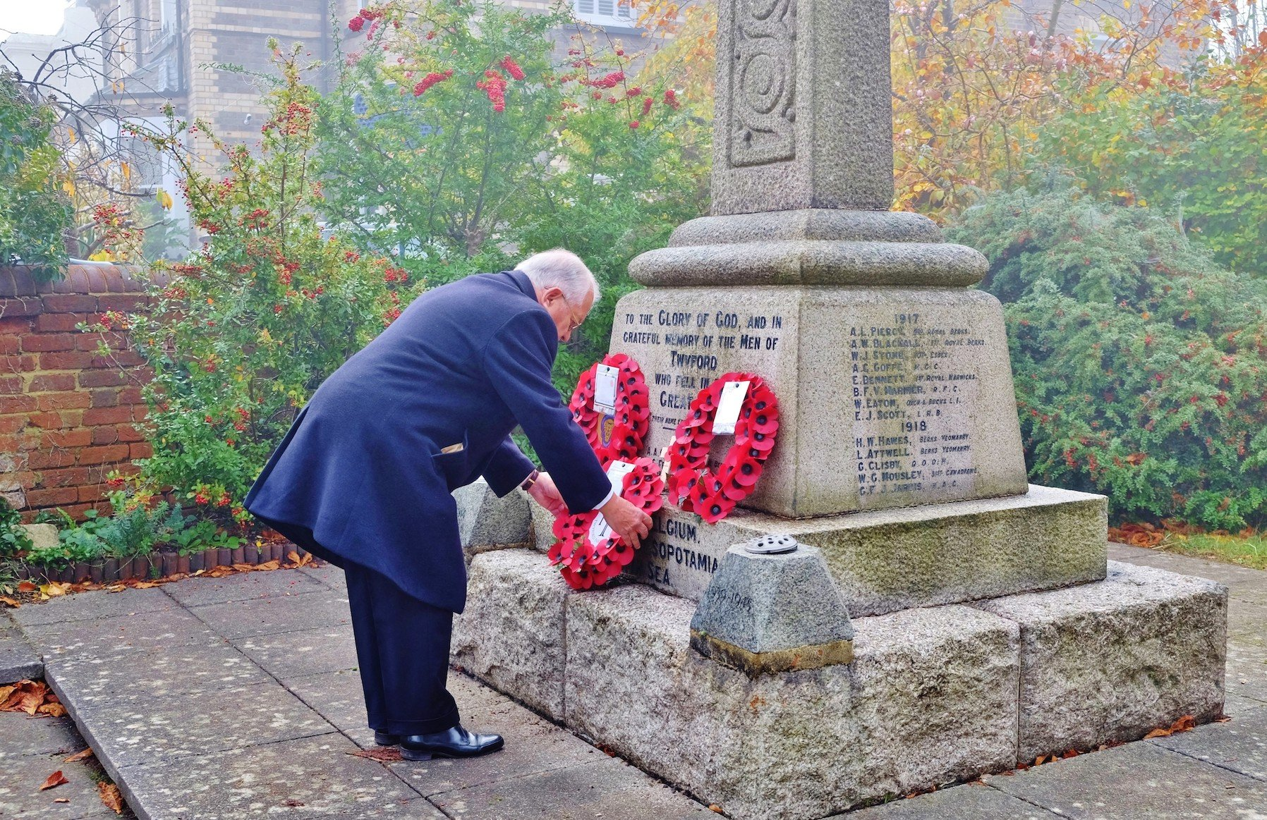 Councillor Laying Poppy Wreath